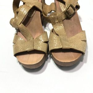 Anthropologie Shoes - Anthro Bendito Pie Gold Leather Wood Platform